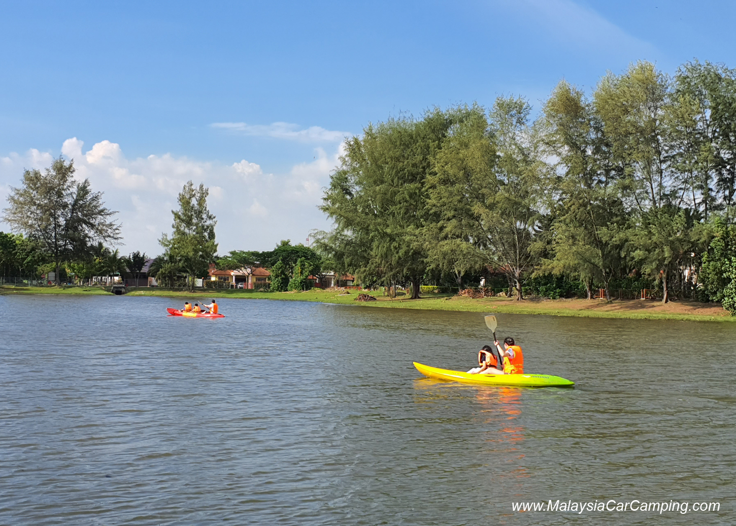 kayak_with_dogs_camping_with_dogs_puppy_lakeside_camping_malaysia_car_camping_malaysia_campsite-5
