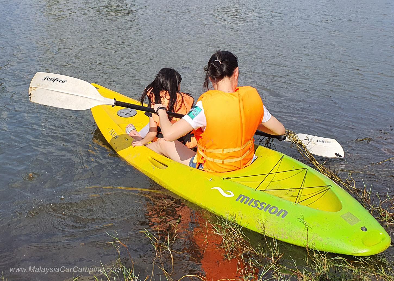 kayaking_puppy_lakeside_camping_malaysia_car_camping_malaysia_campsite-3