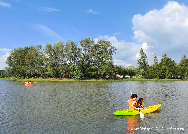 kayaking_puppy_lakeside_camping_malaysia_car_camping_malaysia_campsite